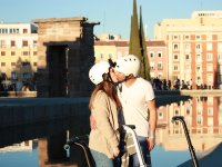 Kissing in front of the Debod Temple
