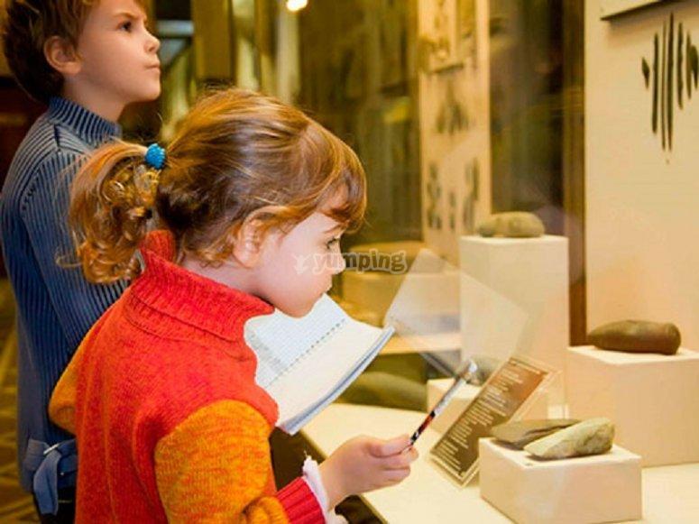 Bambini nel museo