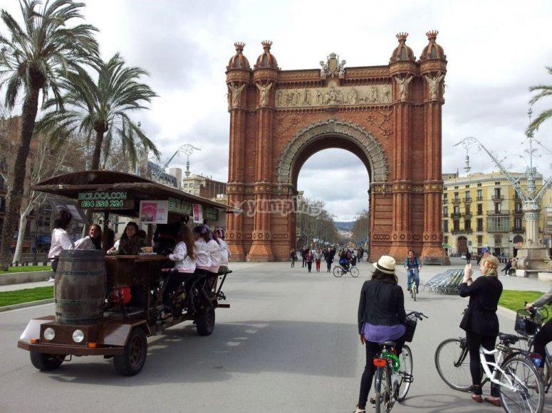Beer Bike dall'Arco di Trionfo