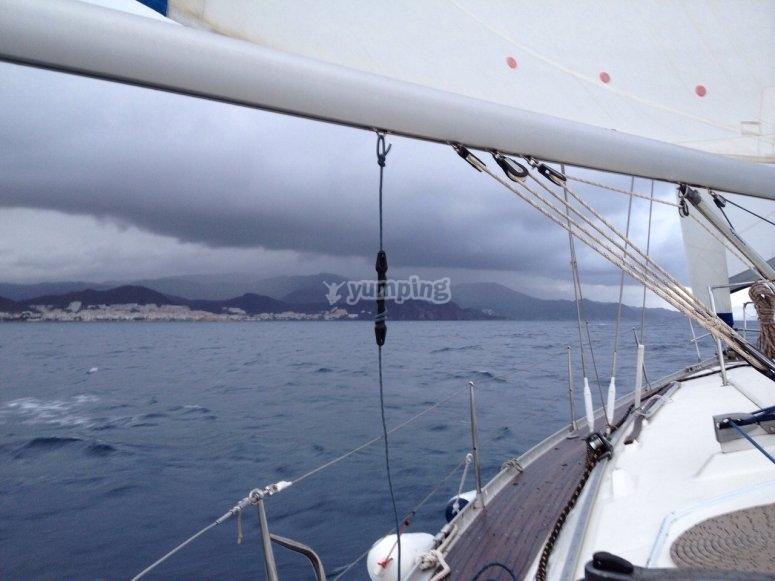 Monter sur le voilier