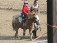 Aprendiendo a montar en pony
