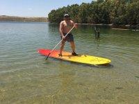 Rema en las tranquilas aguas de la Isla del Zujar