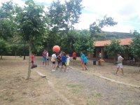 Jugando a la pelota gigante