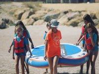 Tus hijos disfrutaran del contacto con el mar mientras hacen deporte