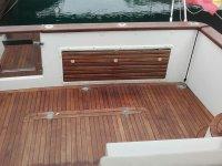 Interior del barco en madera