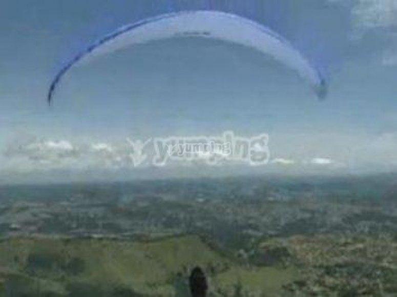Tiene el récord de volar a 4.500 metros de altura
