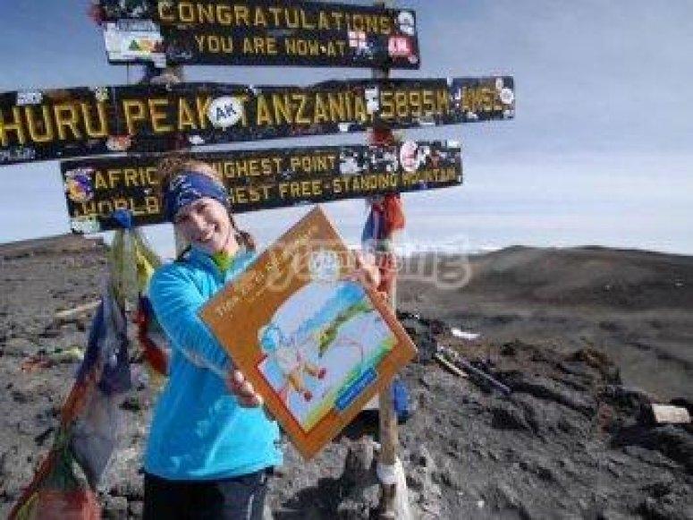 Alcanzando la cumbre del Kilimanjaro de la mano de Tina