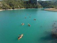 Ruta con varios kayaks