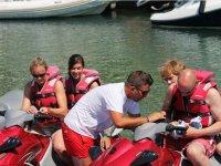 Explicando la conduccion de la moto nautica