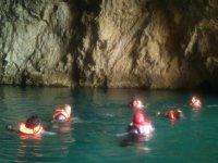 Nadando con chaleco