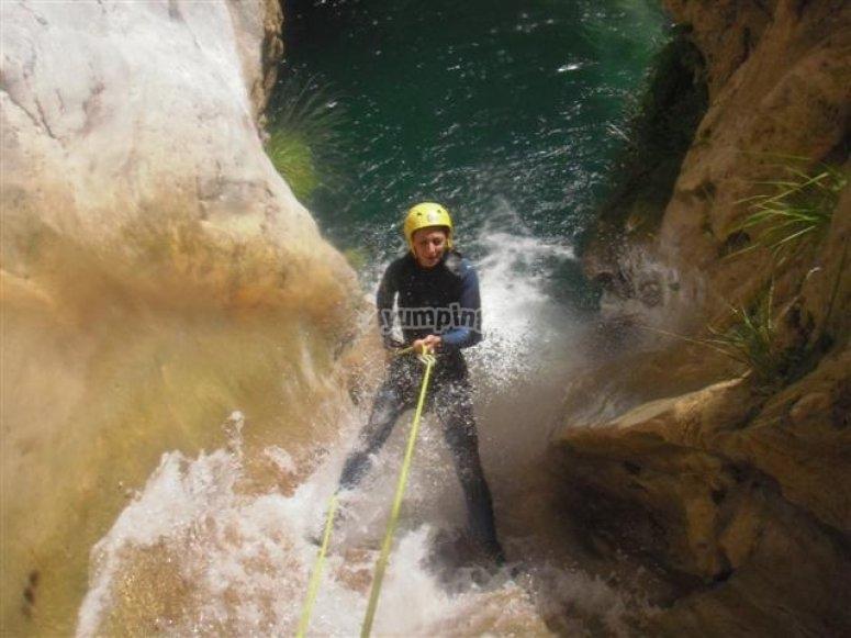 享受天然峡谷