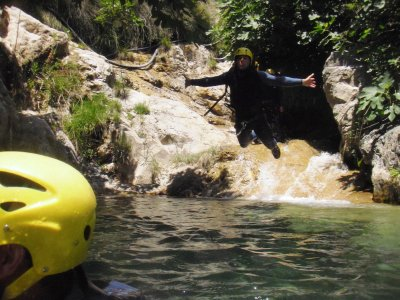 Comfortable canyoning descent for the Rio Verde