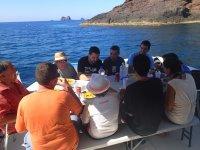 Comiendo en el barco