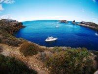 Barco en la costa de las Columbretes