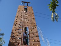 Atandose en torre de aventuras
