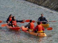 在独木舟航行