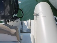 Detalle motor trasero de la embarcacion