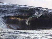 suerfeando grandes olas