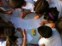 Niños en parque infantil en Toledo