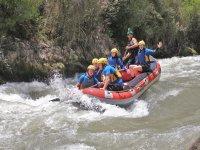 Diversión haciendo rafting