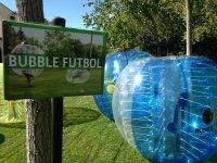 Futbol y diversion metido en un enorme hinchable