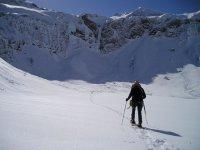 Hacia la cima con raquetas de nieve