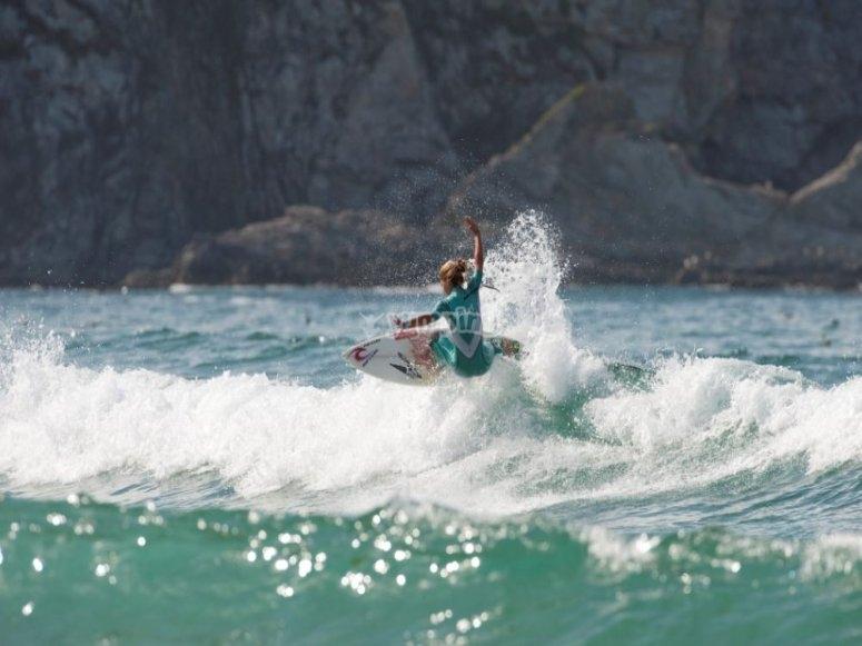 Descubre a esta surfista