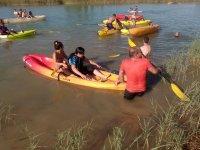 Kayak en la ribera