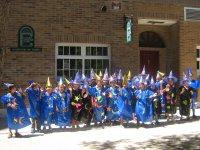Alumnos con disfraces hechos a mano