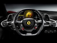 Coge el volante de un Ferrari