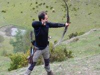 practicando tiro con arco