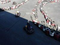 circuito de karting con curvas de ruedas