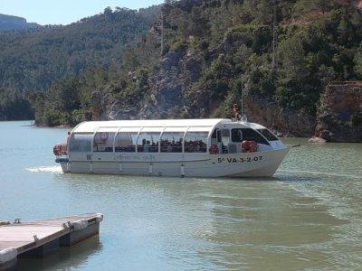 胡卡爾河上的河流路线。成人