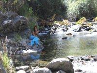 Sentada en el río cual sirena