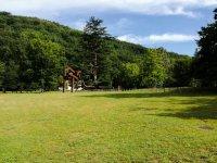 Monumento en un prado de Bertiz