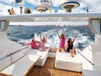 Grupo navegando en el Mediterraneo