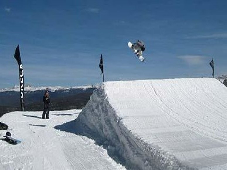 Salta con la tabla de snow