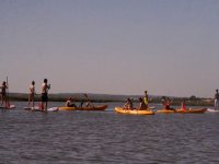 在水桨和皮艇组皮艇在韦尔瓦