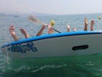 Cayendo de espaldas en el mar