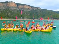 Grupo de amigos en kayak