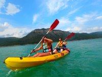 Paseo en pareja en kayak
