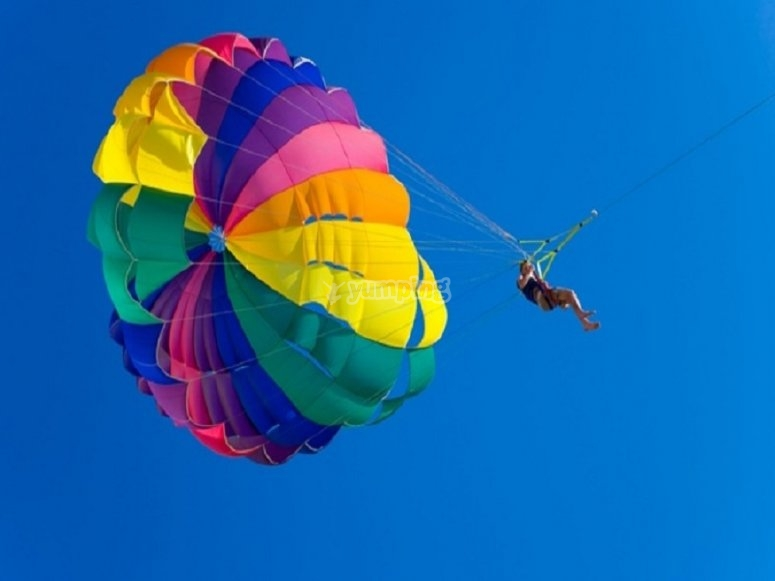 滑翔伞享受海岸
