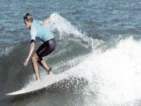Surfea con nosotros