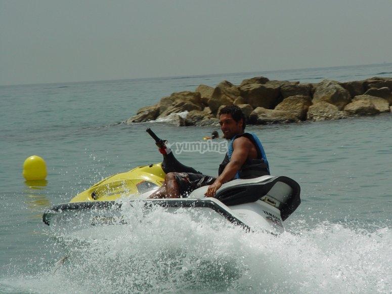 Derrapaje con la moto acuatica