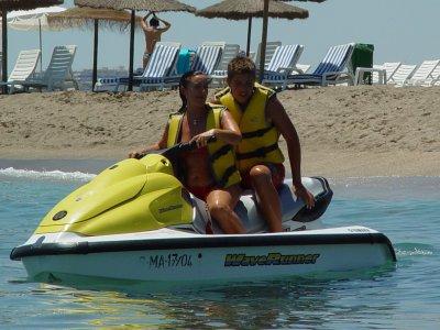在马贝拉15分钟的水上摩托艇