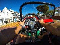 Conduciendo el buggy por asfalto