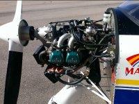 Revising il motore dell'aereo