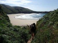 Bajando el sendero hasta la playa