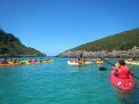 Kayak ninos en aguas claras