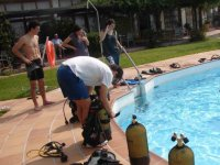 Preparando el equipo en piscina